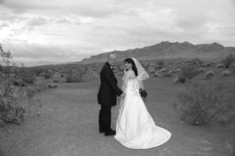 Photo of Las Vegas Valley of Fire Wedding by Private Limousine Der neue Weg zusammen