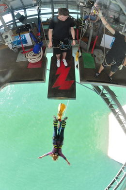 Photo de Auckland Auckland Harbour Bridge Bungy Jump Kelley bungy jumping