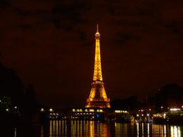 Photo of Paris Bateaux Parisiens Dinner Cruise on the Seine 318894_10150270227283315_733153314_7706996_5142693_n