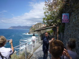 Matteo guides the group through the Walk of Love between Riomaggiore and Manarola , Kevin K - June 2011
