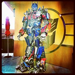 You can take photos and interact with this autobot!! Awesomenesss~~~~ :P , Takashi K - January 2013