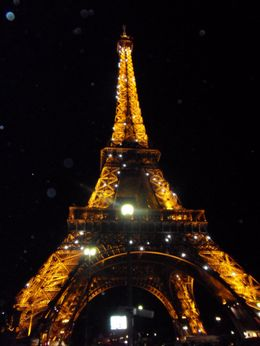 Eiffel Tower at night, Elwin S - September 2009
