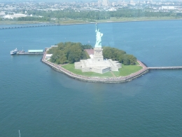 Photo of New York City Manhattan Sky Tour: New York Helicopter Flight The Lady