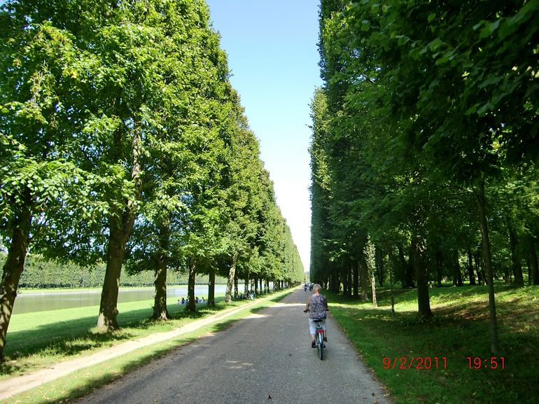 Bike riding through Versailles - Paris