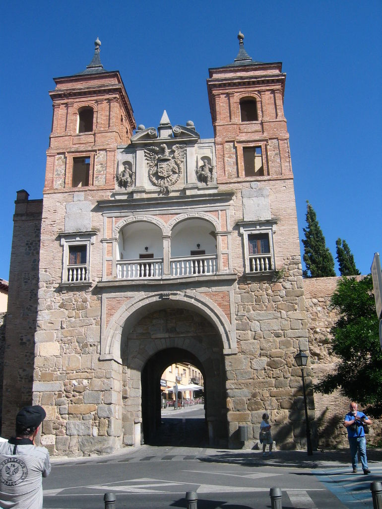 Gate into the old city in Toledo. - Madrid