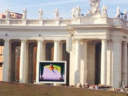 Watching the Pope on a large screen, Nancy - October 2014