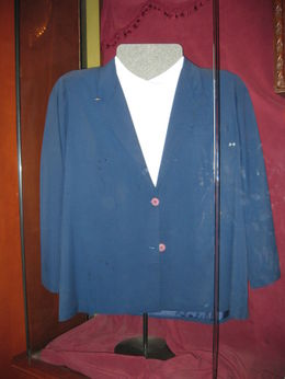 This was a blouse and blazer belonging to the world's biggest lady who was over seven feet tall. , K and A - August 2012