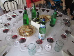 Wine with delicious lunch...what a great day! , holajacki - October 2012