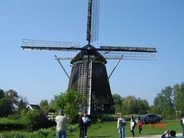 You will visit this windmill during Amsterdam city tour. You are not allowed to get inside since there are people living there., Olivia Z - May 2009