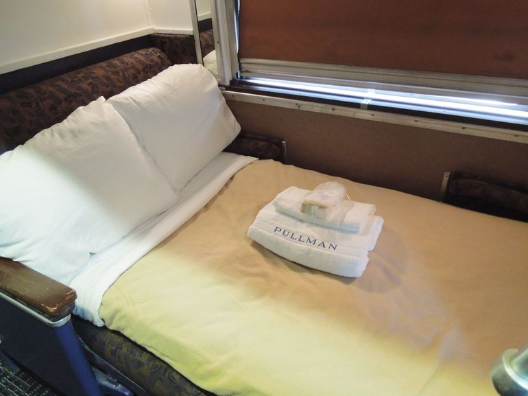 CoPine_Open Section Lower Berth Night (2).JPG - Chicago