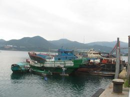 We stop to see the fishing village. - April 2010