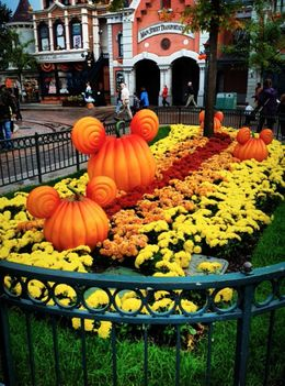 Photo of Paris Disneyland Resort Paris with Transport Halloween at #disney #paris