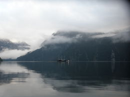 Photo de Fiordland et Milford Sound Croisière avec nuitée sur le Milford Sound, à bord du Milford Mariner Waking up in the morning to eerie misty Milford - just fantastic
