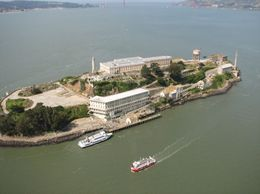 Photo of San Francisco San Francisco Vista Grande Helicopter Tour Getting closer to Alcatraz Island