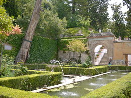 Fountains in the gardens, Laura All Over - August 2014