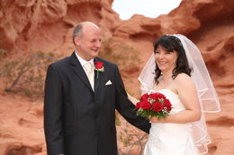 Photo of Las Vegas Valley of Fire Wedding by Private Limousine tränen