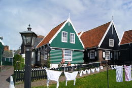 Photo of Amsterdam Zaanse Schans Windmills, Marken and Volendam Half-Day Trip from Amsterdam Paseo en Volendam