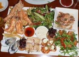 An amazing spread of freshly caught seafood., koalakiss86 - November 2010