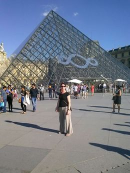 Photo of Paris Paris L'Open Hop-On-Hop-Off Tour Me in front of Louvre, Pairs