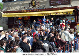 Photo of Paris Eiffel Tower Dinner and Seine River Cruise queue