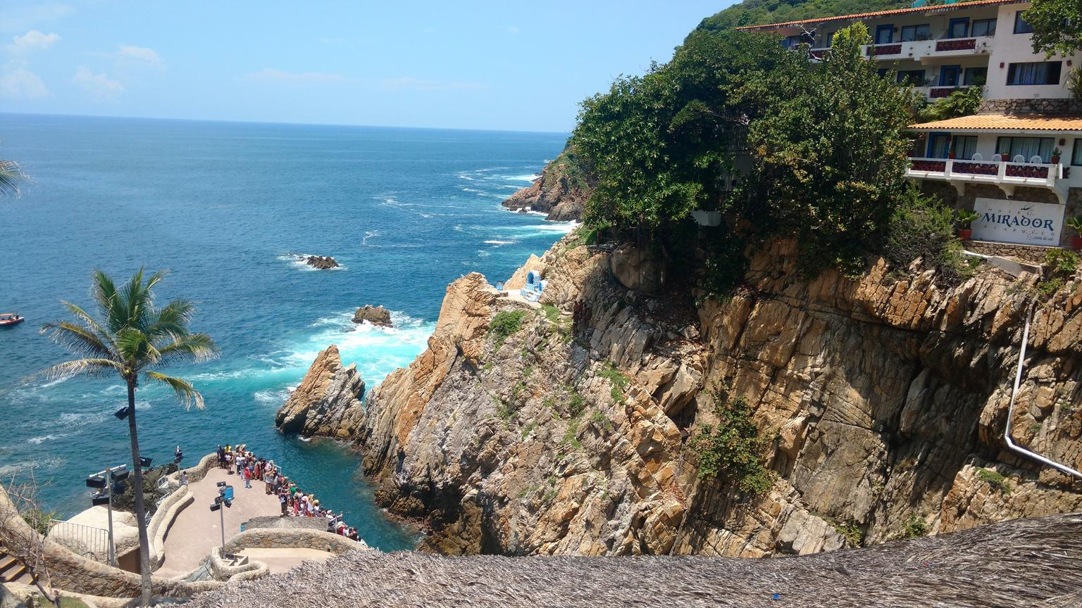 Acapulco 6-Hour Historical & Divers Tour with Municipal Market & Time For Lunch