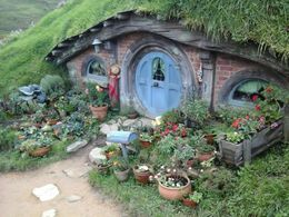 Hobbiton house, Kierra - June 2014