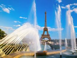 Photo of Paris Eiffel Tower, Seine River Cruise and Paris Illuminations Night Tour Attack of the water cannons