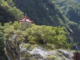 A small little temple in the middle of the gorge., Darin G - October 2010
