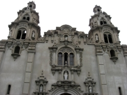 Church in the main square in Park Kennedy in the Miraflores District of Lima., Bandit - December 2010