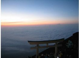 Amazing Sunrise from the top of Mt Fuji, Bing - April 2013