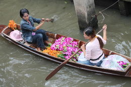 Photo of Bangkok Private Tour: Floating Markets of Damnoen Saduak Cruise Day Trip from Bangkok A Day of Selling on the Canal.