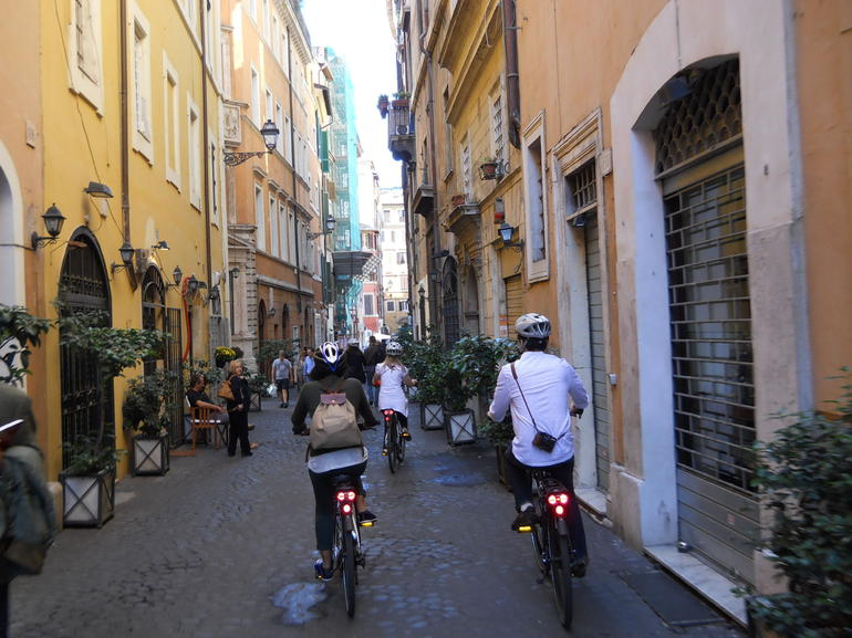 Beautiful side streets - Rome