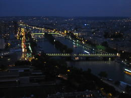 Photo of Paris Eiffel Tower, Seine River Cruise and Paris Illuminations Night Tour Blick vom Eiffelturm Abends auf Paris