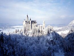 Photo of Munich Royal Castles of Neuschwanstein and Linderhof Day Tour from Munich Castillo nevado