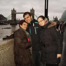 With London Bridge in the background in our way to the Tower of London. , Fernando Camarate Santos - December 2012