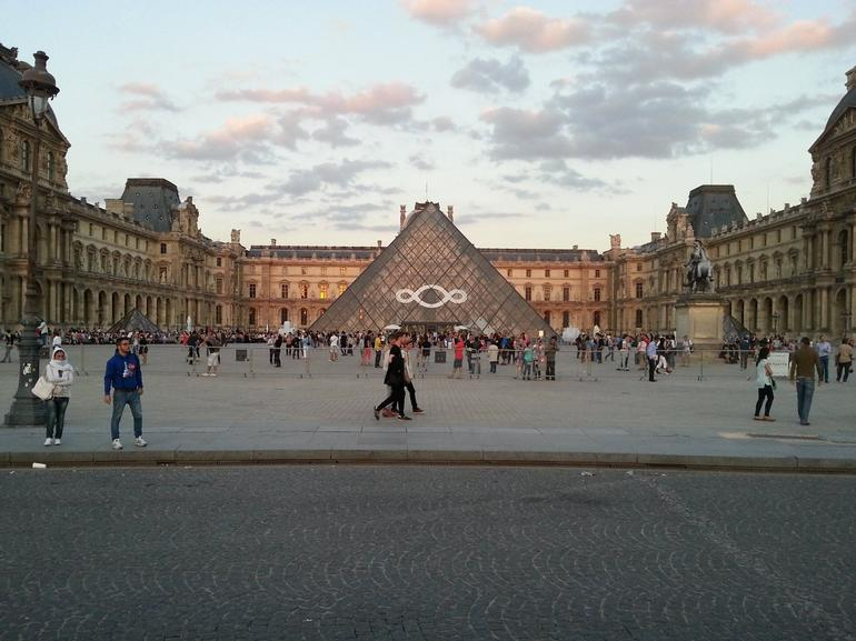 the front of the louvre. - Paris