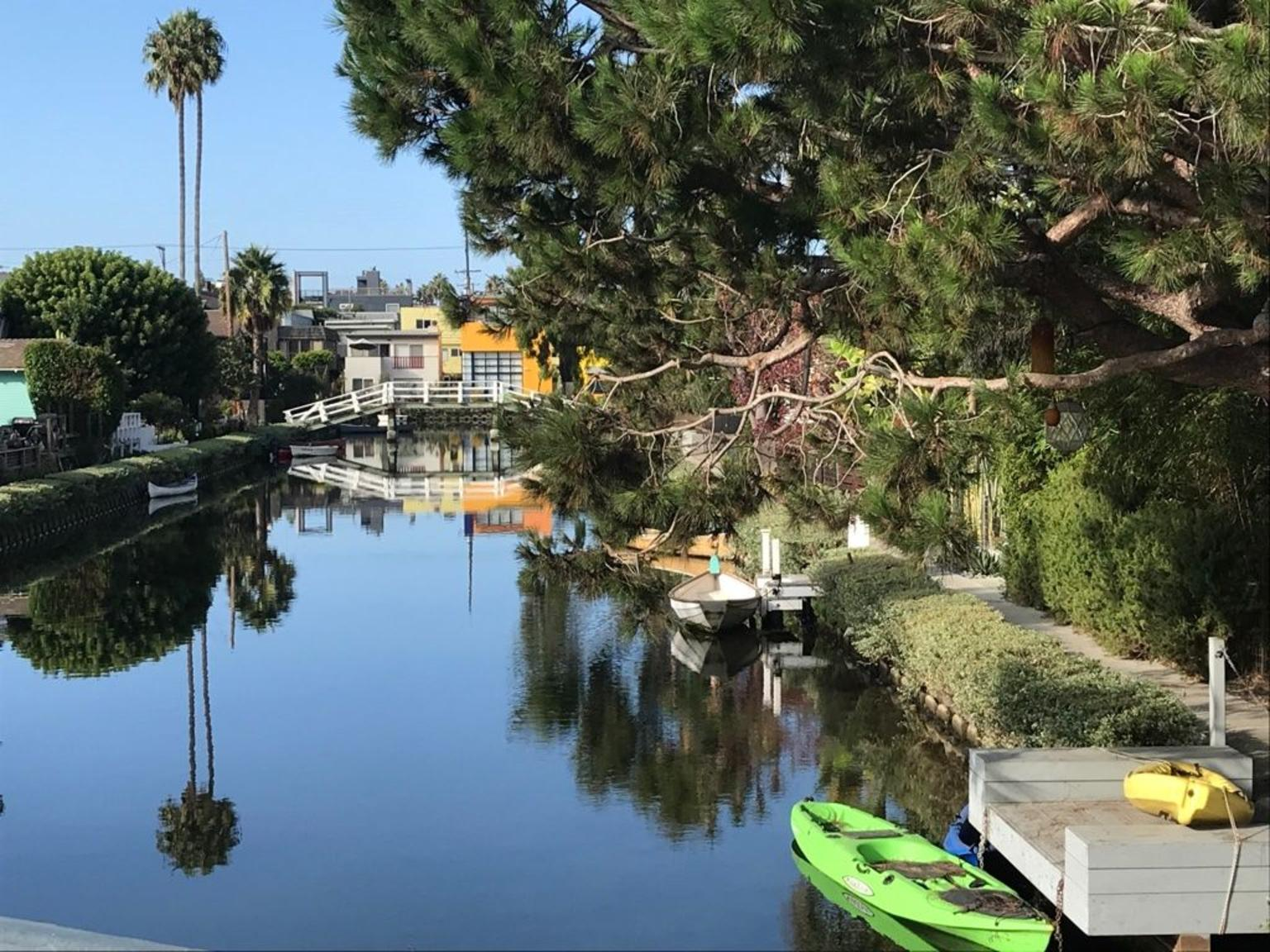Secrets of LA: Celebrities, History and Highlights Semi-Private Tour