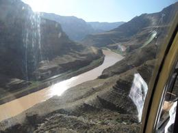 Photo of Las Vegas Ultimate Grand Canyon 4-in-1 Helicopter Tour Approaching the Colorado river