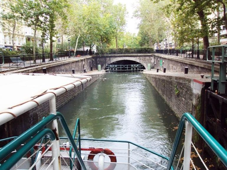 Going through the Locks - Paris