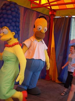 Homer and Marge make themselves available for autographs and photo ops., William W - September 2008