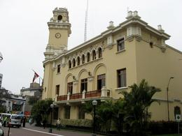 Here's another example of the architecture and style of the buildings in Lima. This building is located near Park Kennedy in the Miraflores District., Bandit - December 2010