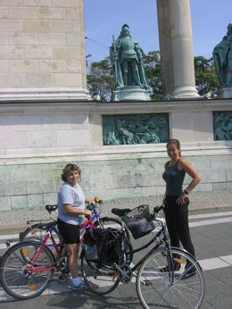 Photo of Budapest Budapest Sightseeing Tour by Bike The hero's monumet