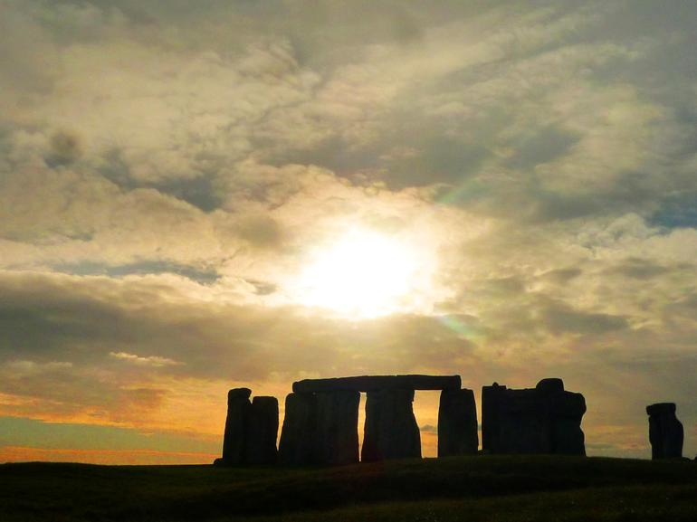 UK_Stonehenge_3 - London