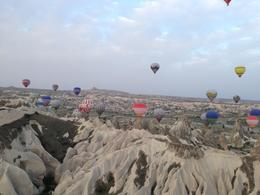 Photo of Istanbul 2-Day Cappadocia Tour with Optional Hot Air Balloon Ride Passeio de balão imperdível