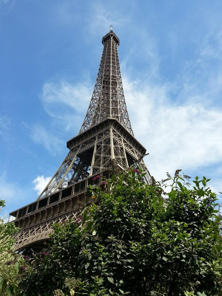 the eiffel tower. - Paris