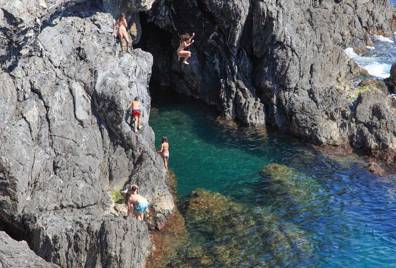 Cliff jumping in Monterosso al Mare - Florence