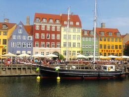 the lovely and busy Nyhavn , aris victor a - September 2015