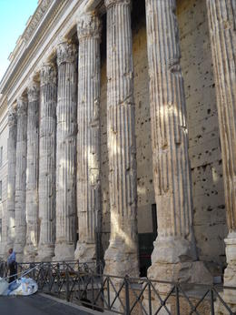 Remains of a temple recovered in actual Italy Bourse. , Carolina V - December 2011