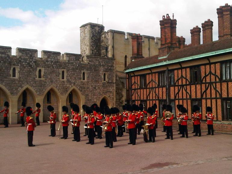 Stonehenge, Windsor Castle and Oxford Custom Day Trip - London