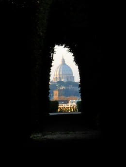 From the top of Aventine Hill. The keyhole , Carolina V - December 2011
